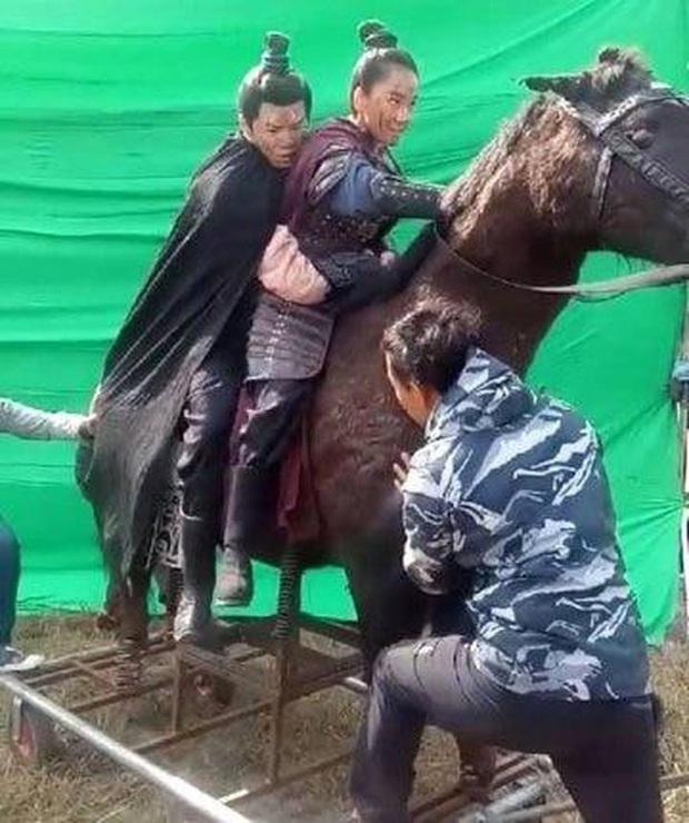 Ngã ngửa với hậu trường cưỡi ngựa của phim Hoa ngữ: Xem xong mới biết mình bị lừa đau đớn thế nào! - Ảnh 6.