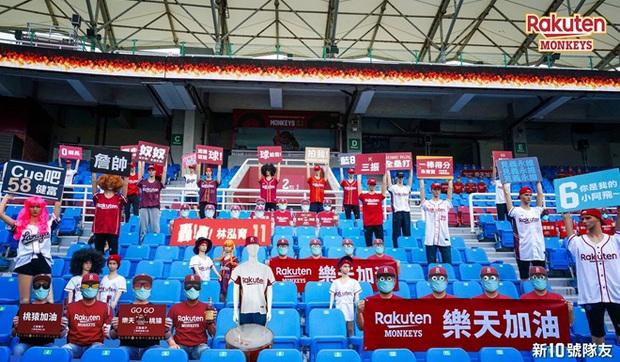 Những cách tạo cảm hứng cho cầu thủ thi đấu khi không có khán giả: Có nơi dùng cả búp bê người lớn, CĐV Việt Nam có phương pháp cực độc - Ảnh 2.