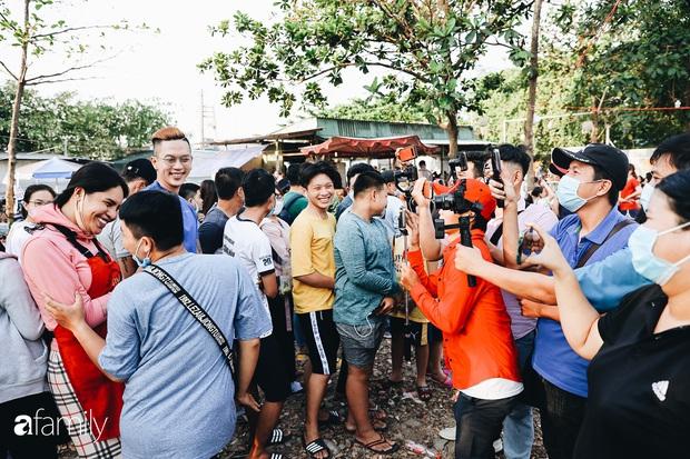 Cát Thy - Nhờ cái miệng quá duyên mà trở thành Diva với hàng bánh tráng trộn nổi nhất Sài Gòn, mỗi ngày có hàng trăm người đến tìm để quay hình, chụp ảnh - Ảnh 9.
