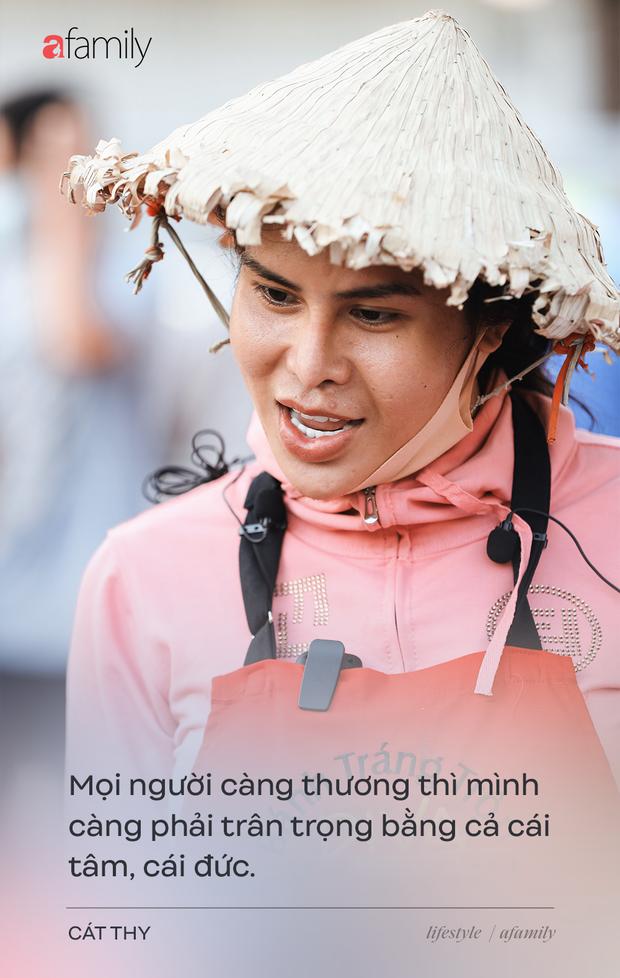 Cát Thy - Nhờ cái miệng quá duyên mà trở thành Diva với hàng bánh tráng trộn nổi nhất Sài Gòn, mỗi ngày có hàng trăm người đến tìm để quay hình, chụp ảnh - Ảnh 10.