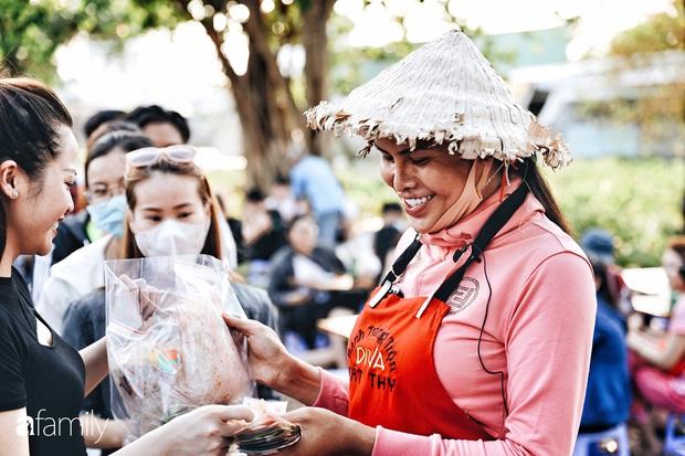 Cát Thy - Nhờ cái miệng quá duyên mà trở thành Diva với hàng bánh tráng trộn nổi nhất Sài Gòn, mỗi ngày có hàng trăm người đến tìm để quay hình, chụp ảnh - Ảnh 15.