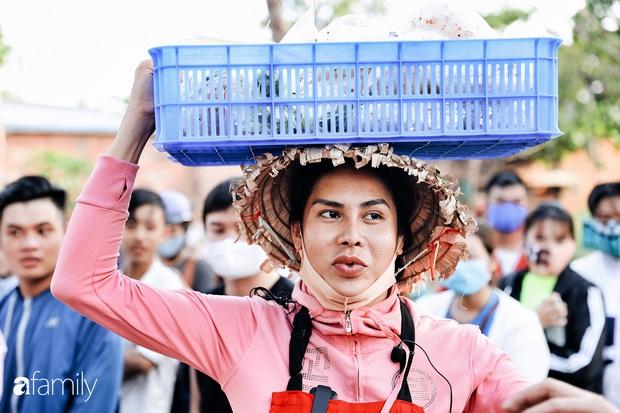 Cát Thy - Nhờ cái miệng quá duyên mà trở thành Diva với hàng bánh tráng trộn nổi nhất Sài Gòn, mỗi ngày có hàng trăm người đến tìm để quay hình, chụp ảnh - Ảnh 3.