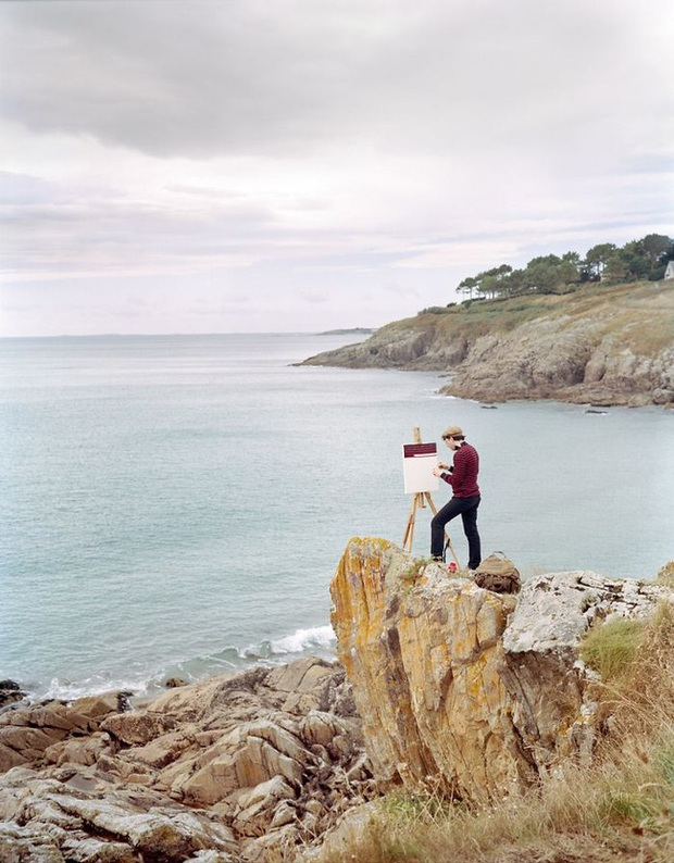 Bộ đôi họa sĩ và nhiếp ảnh gia lặn lội đi khắp châu Âu chỉ để cho ra đời bộ ảnh chụp các bức vẽ... chiếc áo đang mặc trên người - Ảnh 5.