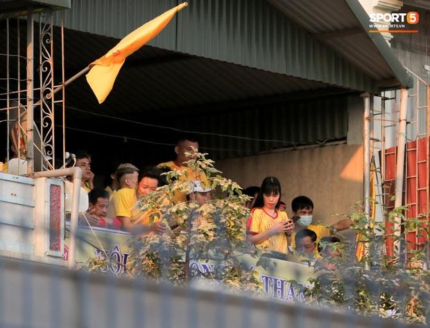 Những cách tạo cảm hứng cho cầu thủ thi đấu khi không có khán giả: Có nơi dùng cả búp bê người lớn, CĐV Việt Nam có phương pháp cực độc - Ảnh 5.