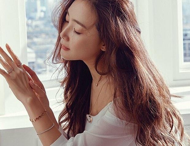 Choi Ji Woo ở tuổi 44 và mang thai vẫn thon thả, nước da trắng hồng, thì ra bí quyết là đây - Ảnh 5.