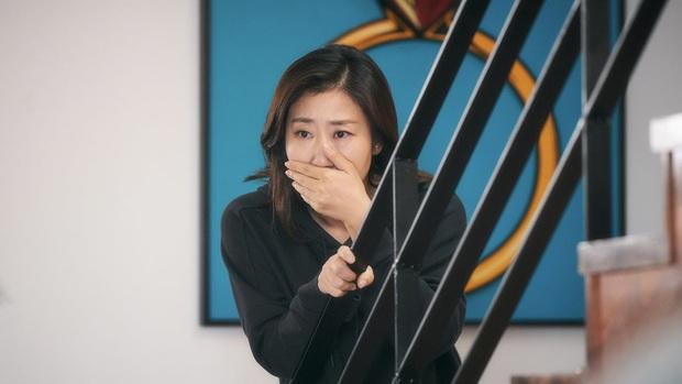 Review BÀ HOÀNG NÓI DỐI: Phim hài hay xuất sắc của quý bà da báo và bà ngoại quốc dân xứ Hàn - Ảnh 7.