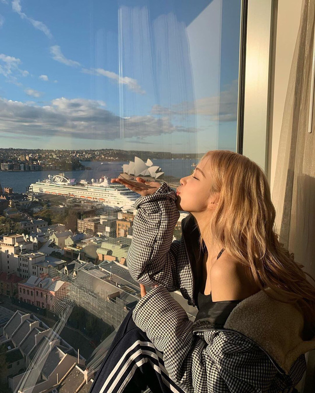 Nàng Rosé (BLACKPINK) có bộ ảnh đón nắng hè chuẩn mood du lịch, nhìn vào chỉ muốn bỏ lại tất cả phía sau để đi vi vu luôn! - Ảnh 5.