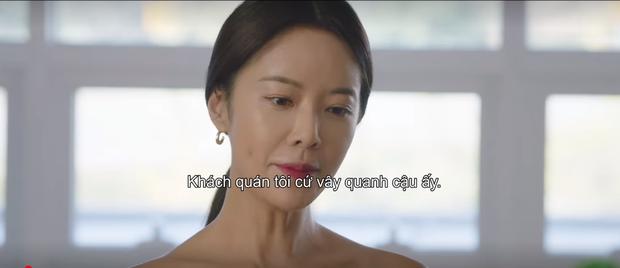 Mystic Pop-up Bar tập 2: Dì hai Hwang Jung Eum tuyển chạy bàn như săn trai về làm tay vịn, lừa chú bé U25 kí hợp đồng nô lệ? - Ảnh 7.