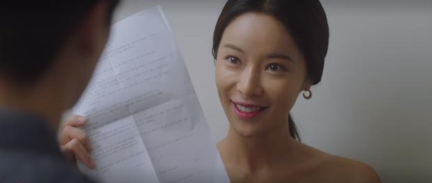 Mystic Pop-up Bar tập 2: Dì hai Hwang Jung Eum tuyển chạy bàn như săn trai về làm tay vịn, lừa chú bé U25 kí hợp đồng nô lệ? - Ảnh 8.