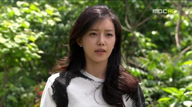 7 khoảnh khắc sáng tạo nữ thần của mỹ nhân màn ảnh Hàn: Song Hye Kyo vụt sáng nhờ mái thưa huyền thoại - Ảnh 22.