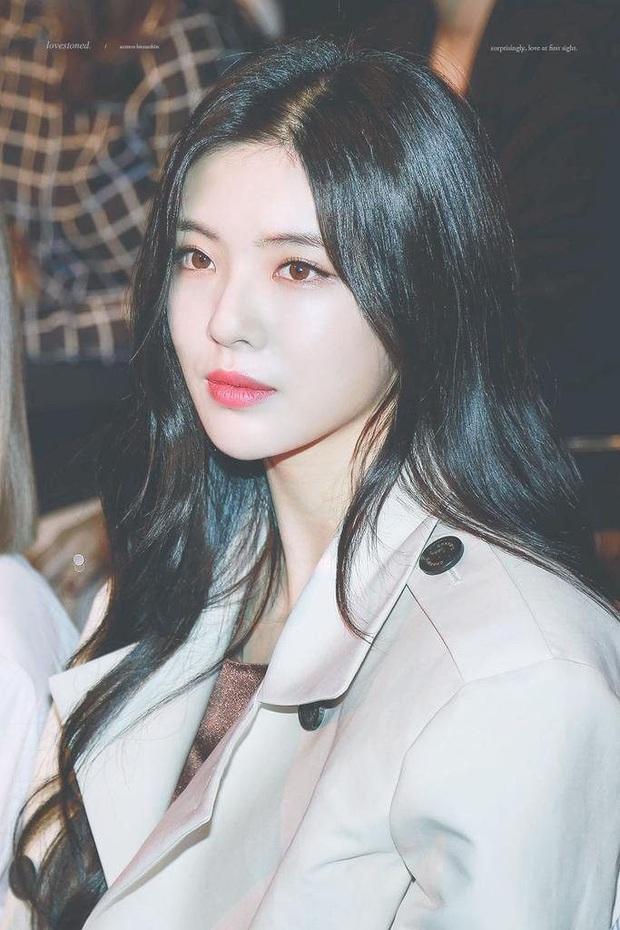 Bạn gái minh tinh của Lee Kwang Soo dính phốt rầm rộ với công ty, leo thẳng lên top 1 Naver vì thông tin kiện tụng - Ảnh 2.