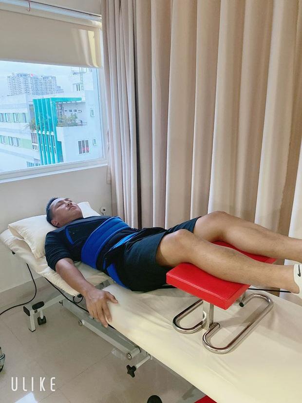 Châu Khải Phong bất ngờ nhập viện vì gặp chấn thương, ngã lệch đĩa đệm lưng khi đang quay MV - Ảnh 2.