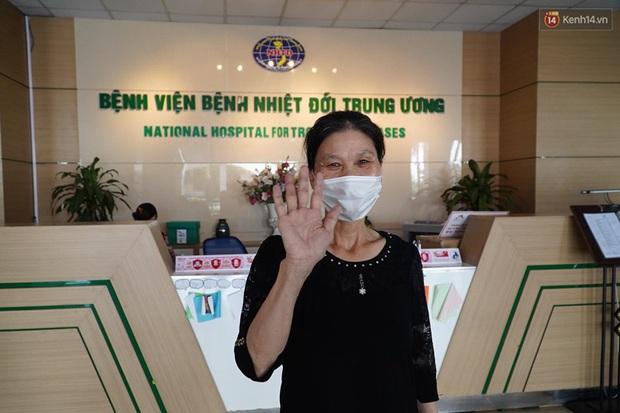 """Bệnh nhân Covid-19 ở Mê Linh khỏi bệnh: """"Từ khi vào đây đã 1 tháng rồi, ai cũng được về nhà, còn mỗi mình tôi nằm đến tận trưa hôm qua vẫn khóc"""" - Ảnh 2."""