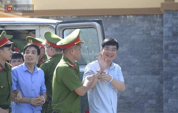Tuyên án vụ gian lận thi THPT ở Hòa Bình: Chủ mưu lĩnh 8 năm tù, bản án thấp nhất 15 tháng tù treo - Ảnh 1.