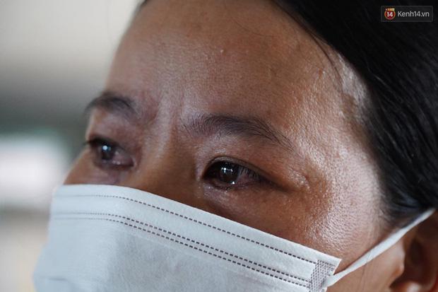 """Bệnh nhân Covid-19 ở Mê Linh khỏi bệnh: """"Từ khi vào đây đã 1 tháng rồi, ai cũng được về nhà, còn mỗi mình tôi nằm đến tận trưa hôm qua vẫn khóc"""" - Ảnh 1."""