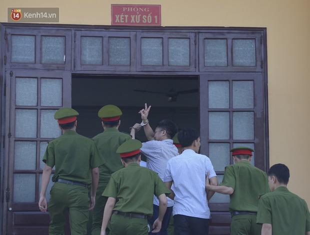 Tuyên án vụ gian lận thi THPT ở Hòa Bình: Chủ mưu lĩnh 8 năm tù, bản án thấp nhất 15 tháng tù treo - Ảnh 5.