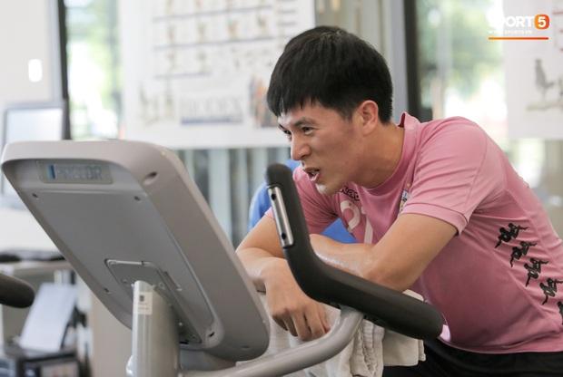 Đình Trọng nhăn nhó khi tập đạp xe, than thở: Em không muốn nói chuyện nữa luôn - Ảnh 4.