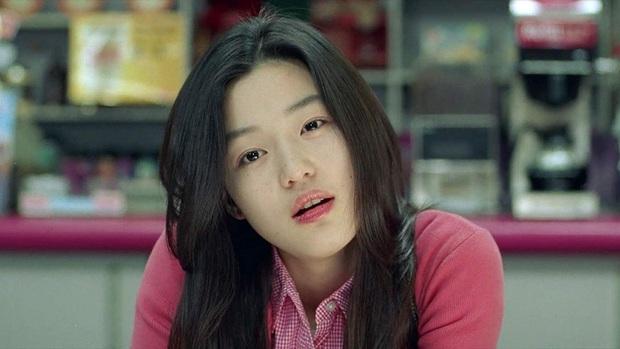 7 khoảnh khắc sáng tạo nữ thần của mỹ nhân màn ảnh Hàn: Song Hye Kyo vụt sáng nhờ mái thưa huyền thoại - Ảnh 4.