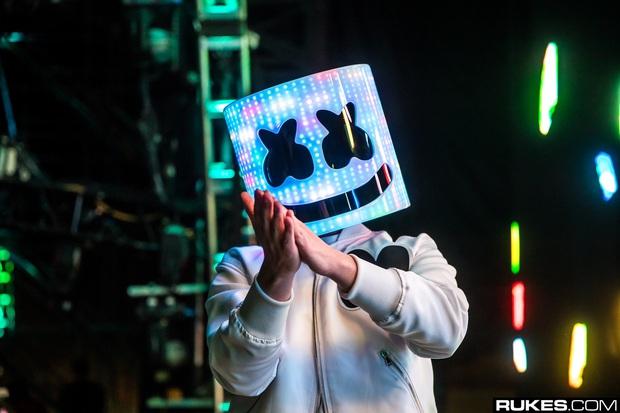 Xôn xao tấm ảnh DJ bí ẩn Marshmello lộ mặt thật điển trai sexy, nhưng sự thật ra sao thì đến... đồng nghiệp lâu năm cũng chưa dám chắc! - Ảnh 4.