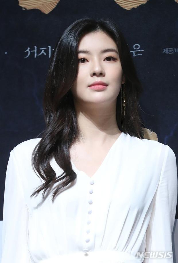 Bạn gái minh tinh của Lee Kwang Soo dính phốt rầm rộ với công ty, leo thẳng lên top 1 Naver vì thông tin kiện tụng - Ảnh 4.