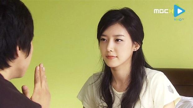 7 khoảnh khắc sáng tạo nữ thần của mỹ nhân màn ảnh Hàn: Song Hye Kyo vụt sáng nhờ mái thưa huyền thoại - Ảnh 24.