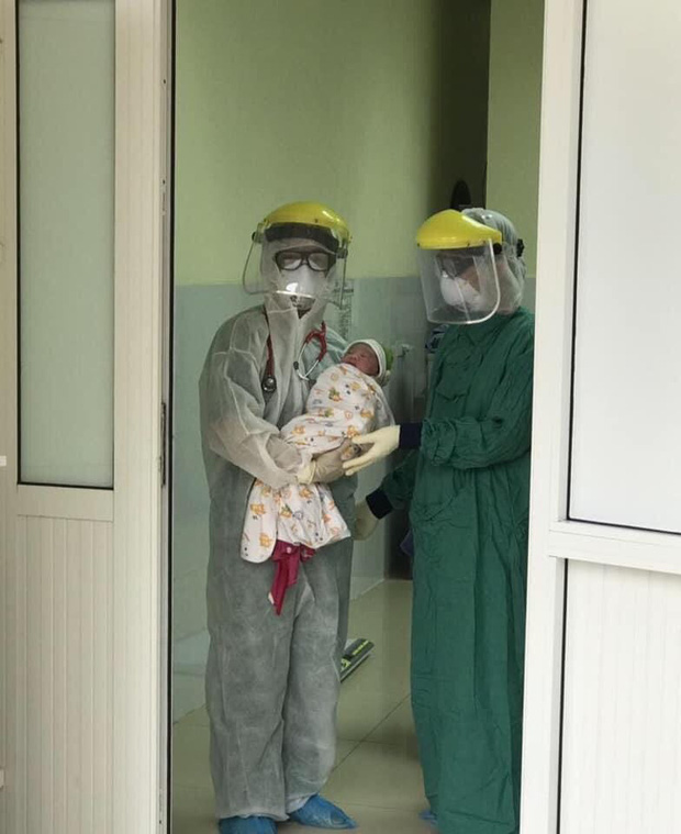 Phẫu thuật mổ lấy thai cho sản phụ ngay tại khu cách ly - Ảnh 2.