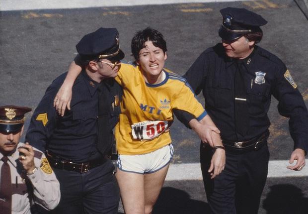 Chuyện thật như đùa về VĐV huyền thoại, té ra là kẻ lừa đảo khi chiến thắng cuộc đua marathon bằng cách… leo lên tàu điện ngầm - Ảnh 2.
