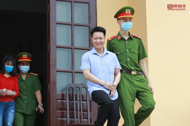 Thái độ khó hiểu của các bị cáo xuyên suốt 7 ngày xét xử vụ gian lận điểm thi ở Hòa Bình khiến dư luận bức xúc - Ảnh 4.
