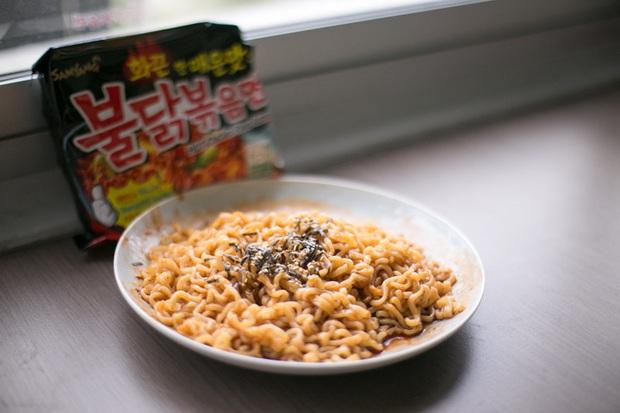 Review tường tận 9 loại mỳ cay Hàn Quốc giúp bạn lựa chọn đúng khẩu vị mà mình thích - Ảnh 2.