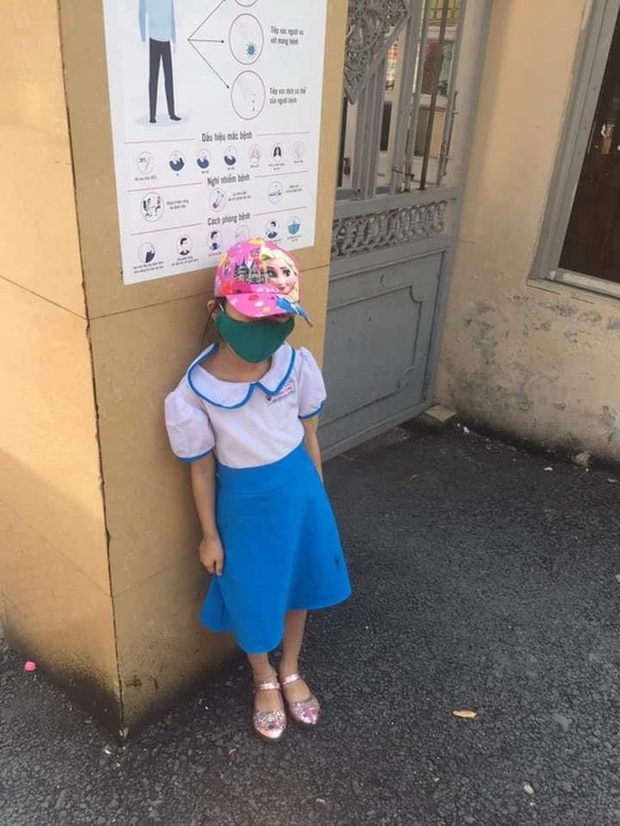 Vụ học sinh lớp 1 bị phê bình vì đến trường sớm: Không phải do yêu cầu của Nhà trường và giáo viên chủ nhiệm, cháu được Sao đỏ hướng dẫn vào lớp nhưng đã đi ra ngoài cổng trường - Ảnh 1.