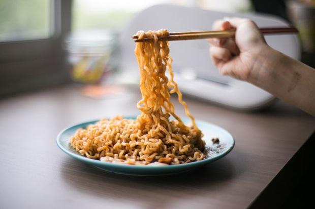 Review tường tận 9 loại mỳ cay Hàn Quốc giúp bạn lựa chọn đúng khẩu vị mà mình thích - Ảnh 15.
