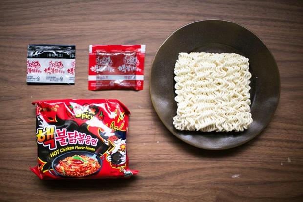 Review tường tận 9 loại mỳ cay Hàn Quốc giúp bạn lựa chọn đúng khẩu vị mà mình thích - Ảnh 3.
