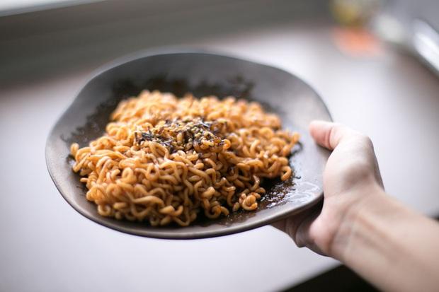 Review tường tận 9 loại mỳ cay Hàn Quốc giúp bạn lựa chọn đúng khẩu vị mà mình thích - Ảnh 4.