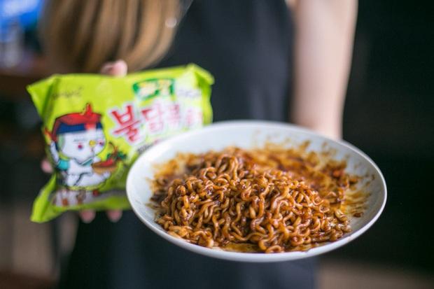 Review tường tận 9 loại mỳ cay Hàn Quốc giúp bạn lựa chọn đúng khẩu vị mà mình thích - Ảnh 6.