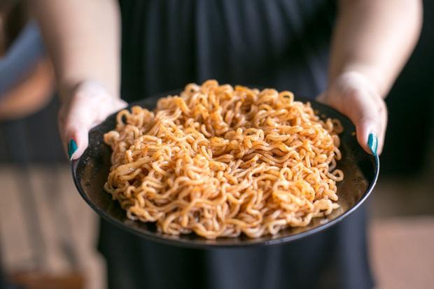 Review tường tận 9 loại mỳ cay Hàn Quốc giúp bạn lựa chọn đúng khẩu vị mà mình thích - Ảnh 9.
