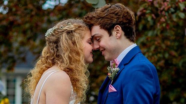 Từ giã sự nghiệp bơi lội vì bệnh nan y, chàng VĐV lại gặp tình yêu sét đánh và bắt đầu chương cuối cuộc đời bằng một đám cưới đẹp như cổ tích - Ảnh 1.