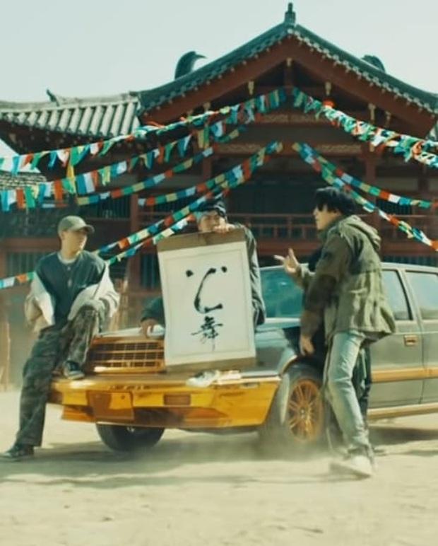 HOT: SUGA (BTS) bất ngờ đánh úp MV cho fan ăn 1 cú lừa, có cả Jin và Jungkook làm cameo đánh nhau chí choé làm ai nấy cười ngất! - Ảnh 4.