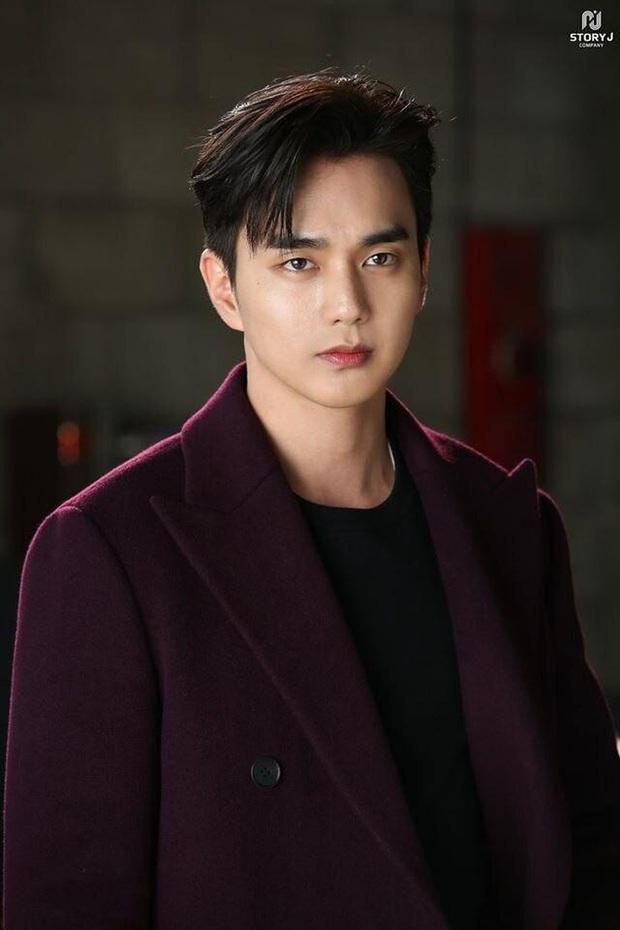 Ngỡ ngàng 10 sự thật về dàn tài tử hot nhất xứ Hàn: Song Joong Ki từng trộm đồ, Lee Jong Suk là song trùng của mỹ nhân đẹp nhất thế giới? - Ảnh 11.
