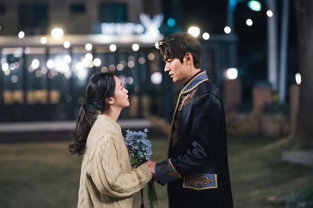 Nữ thủ tướng lỡ miệng spoil kết của Quân Vương Bất Diệt, Lee Min Ho và Kim Go Eun phải vội lấp liếm? - Ảnh 5.