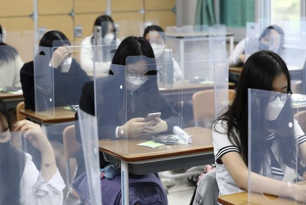 Hàn Quốc đối mặt với các ổ dịch COVID-19 mới sau hàng loạt vụ lây nhiễm chéo - Ảnh 1.