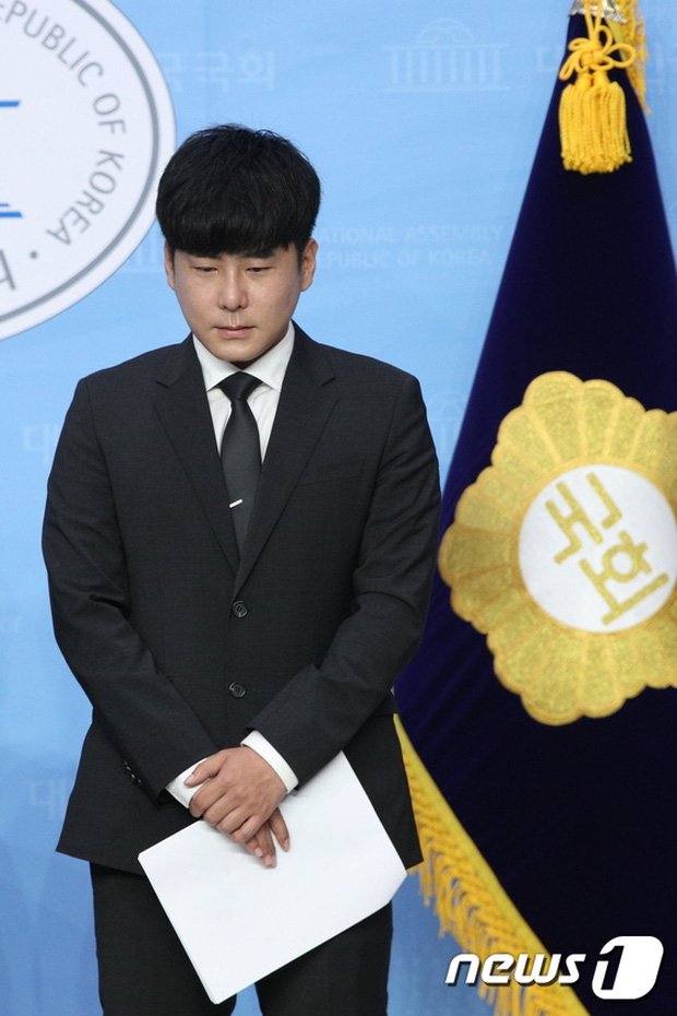 Anh trai Goo Hara mở họp báo nóng: Bật khóc vì luật bảo vệ em gái bị bác bỏ, mẹ ruột phụ bạc có thể được hưởng 50% tài sản - Ảnh 8.