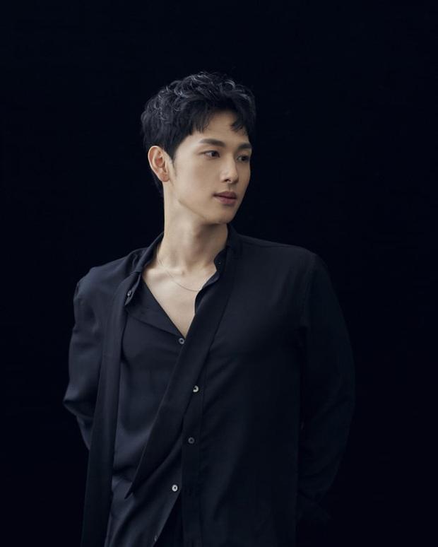 Ngỡ ngàng 10 sự thật về dàn tài tử hot nhất xứ Hàn: Song Joong Ki từng trộm đồ, Lee Jong Suk là song trùng của mỹ nhân đẹp nhất thế giới? - Ảnh 16.