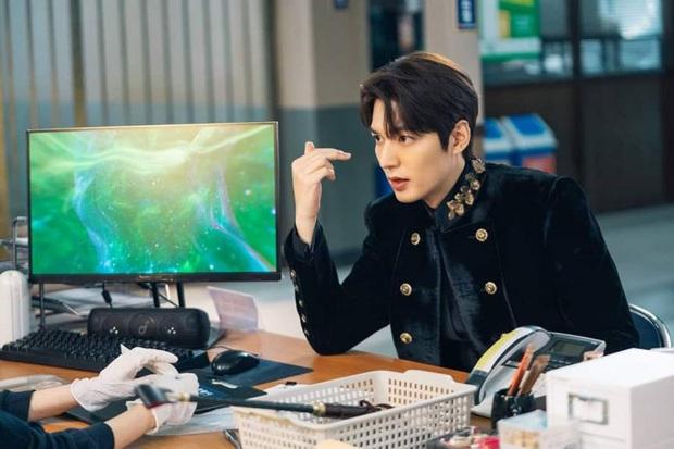 Ngỡ ngàng 10 sự thật về dàn tài tử hot nhất xứ Hàn: Song Joong Ki từng trộm đồ, Lee Jong Suk là song trùng của mỹ nhân đẹp nhất thế giới? - Ảnh 3.
