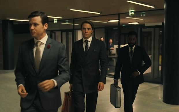 Trailer cực nóng TENET: Ngôi sao BlacKkKlansman rủ Người Dơi Robert Pattinson đảo ngược thời gian, ngăn chặn Thế chiến thứ 3 - Ảnh 5.
