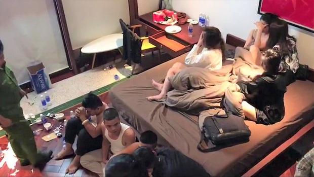 Bao trọn khu lưu trú, tổ chức tiệc ma túy mừng sinh nhật vợ - Ảnh 1.
