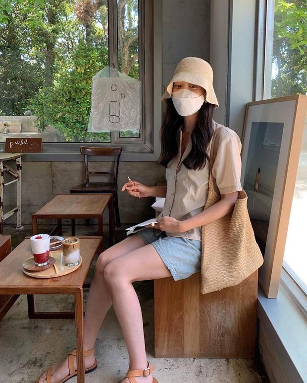 Nắng nóng phát ốm, chị em cứ lôi 5 items nhẹ mát này ra mặc để giải nhiệt mà độ sành điệu vẫn được giữ nguyên - Ảnh 1.