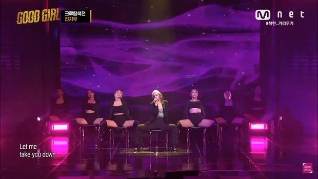 """Em út K.A.R.D khiến fan """"quắn quéo"""" khi nhảy sexy với dancer nữ, đối đầu Hyoyeon (SNSD), Ailee... - Ảnh 1."""