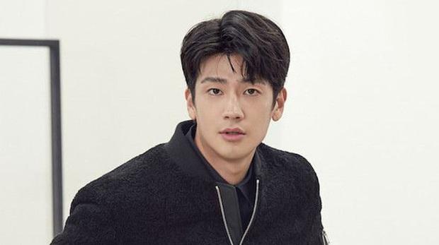 Mợ ngố Song Ji Hyo bắt trend gái ế Jang Nara, hóa mẹ đơn thân cặp kè cả anh rể G-Dragon ở phim mới Did We Love? - Ảnh 4.