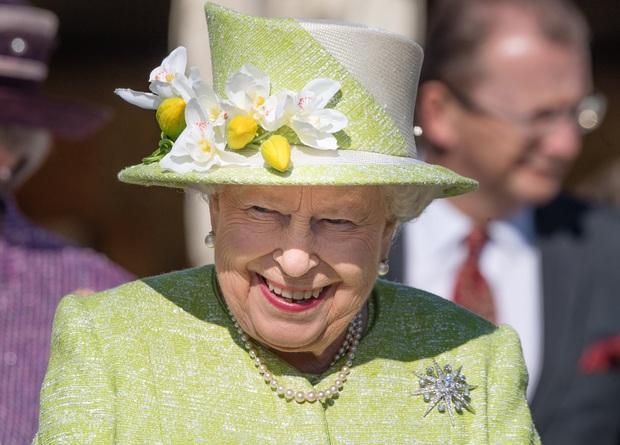 Bật mí bí quyết dưỡng nhan của Nữ hoàng Anh: Không bao giờ để người khác động chạm vào da, chỉ ưng duy nhất tuýp kem dưỡng ẩm 600k - Ảnh 1.