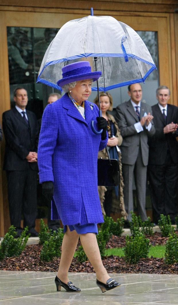 Bật mí bí quyết dưỡng nhan của Nữ hoàng Anh: Không bao giờ để người khác động chạm vào da, chỉ ưng duy nhất tuýp kem dưỡng ẩm 600k - Ảnh 2.